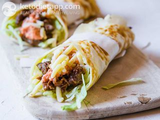 Beef wraps with red sauce