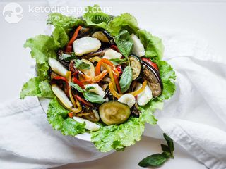 Grilled vegetable salad with Halloumi